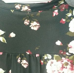BNLK Tops - Last chance donated soon- Top Floral Pattern Lg